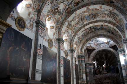 The ceiling of the Atotonilco draws comparisons with the Sistine